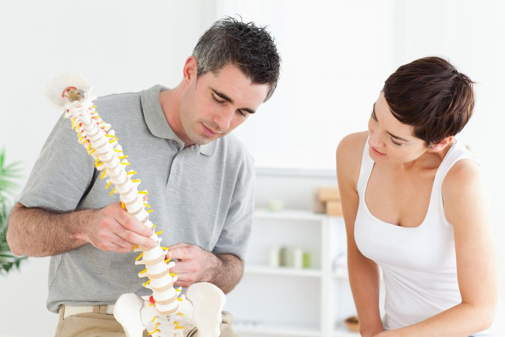 Chiropractor in Atlanta advising on chiropractic care